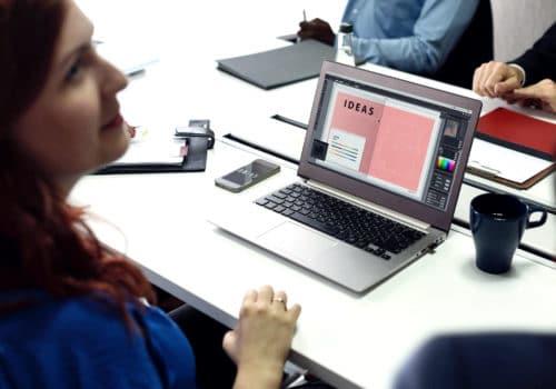 Das Erstellen Von Grafiken, Bildern Oder Logos Kann Für Unternehmen Völlig Digital Erfolgen
